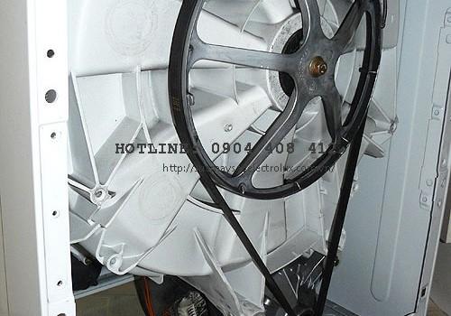 Máy giặt không xả nước do bị đứt dây curoa