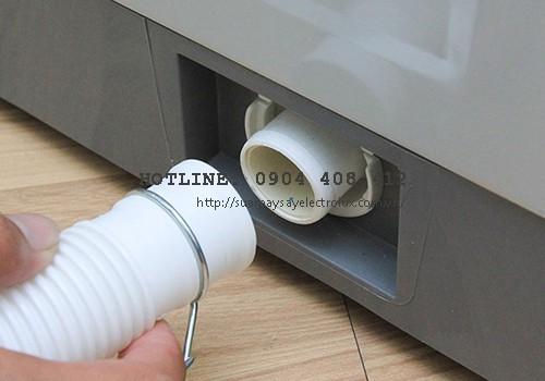 Máy giặt không xả được nước do tắc nghẽn đường ống thải